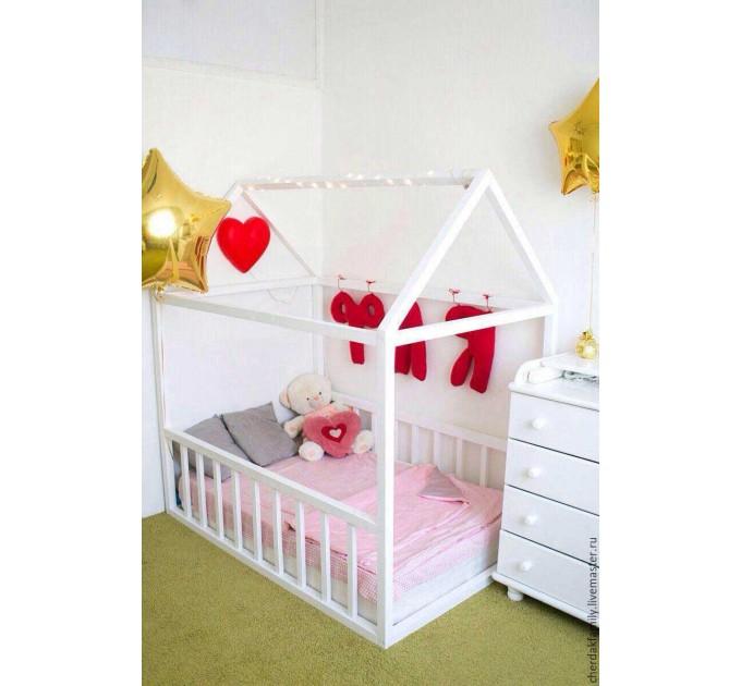 Детская кровать-домик Ольвия с бортиками