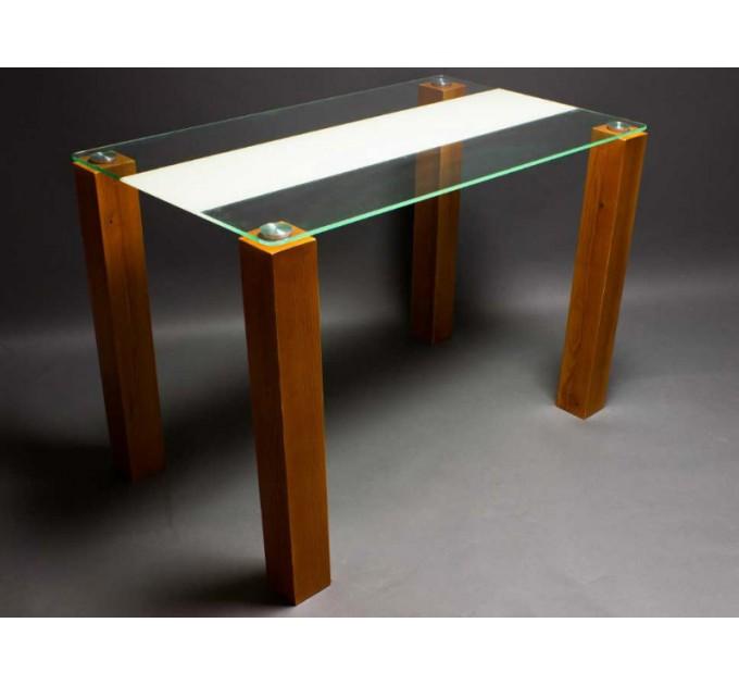 Обеденный стол Вектор